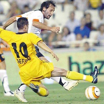 Hoy, hace 16 años, marcaba Francisco Rufete sus últimos goles con la camiseta del Valencia CF,....