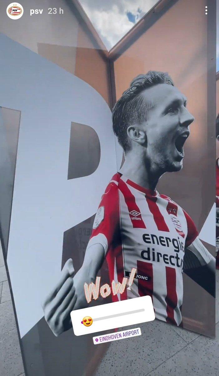 👀 Homenaje a las leyendas del PSV en el aeropuerto de Eindhoven.