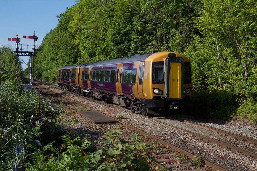 Changes to train Snow Hill services due to staff availability https://t.co/ol5s3ozdKT https://t.co/9f4vzMtJrM