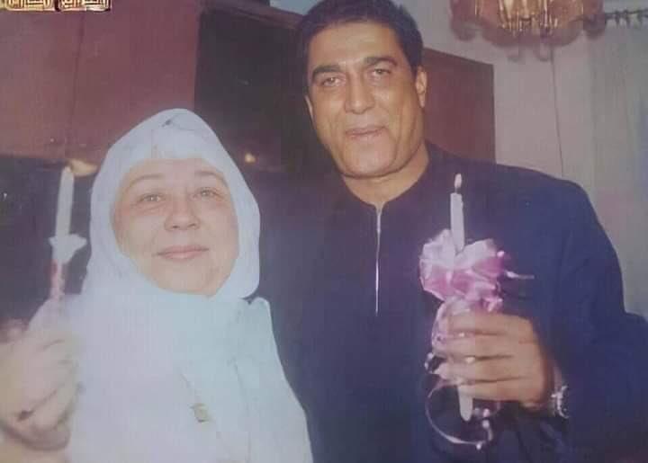 الراحل أحمد زكي وحماته والدة الراحلة هالة فؤاد في يوم سبوع ابنه هيثم صدى البلد البلد