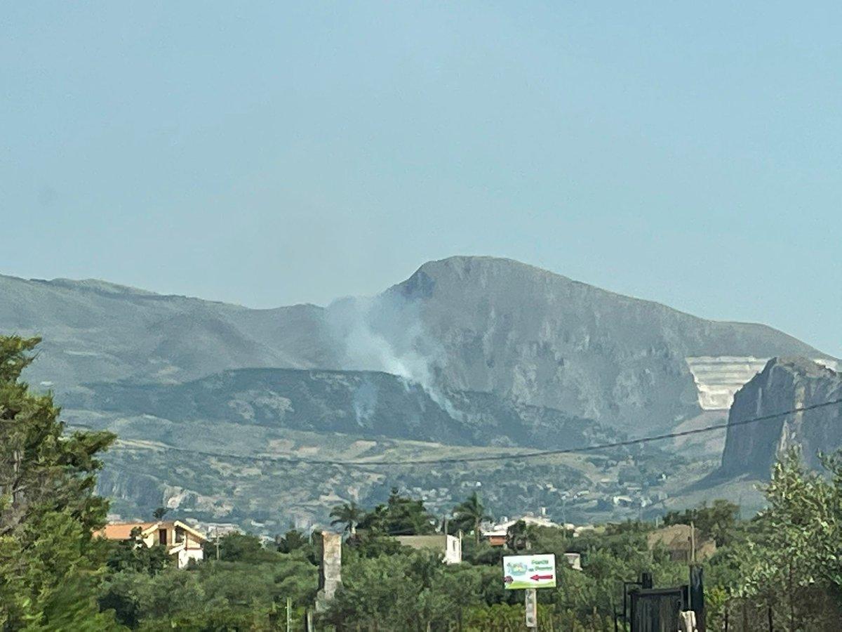 #notizie #sicilia Brucia la provincia di Palermo con decine di incendi, a fuoco bosco e macchia mediterranea - https://t.co/40sVIQVZMM