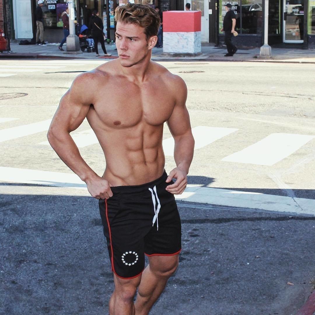 Spotted 😉 #gymgay #handsomemen #thirstythursday