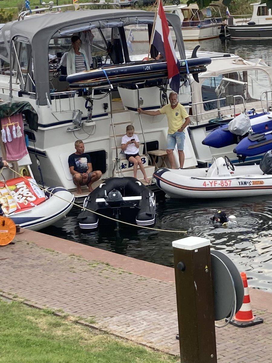 test Twitter Media - Een gast in de haven is de mobiel verloren tussen wal en schip. Gelukkig was de brandweer bereid om met een oefening deze weer tevoorschijn te halen.#Brandweer https://t.co/LJUvvcCgBl