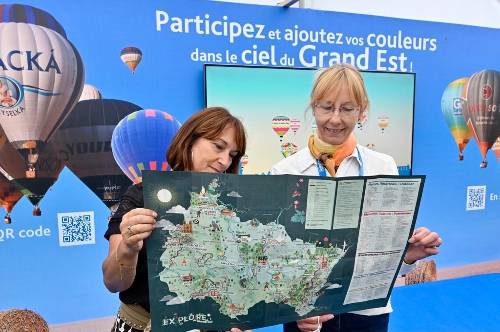 Image for the Tweet beginning: 🎈 Notre stand Région #GrandEst