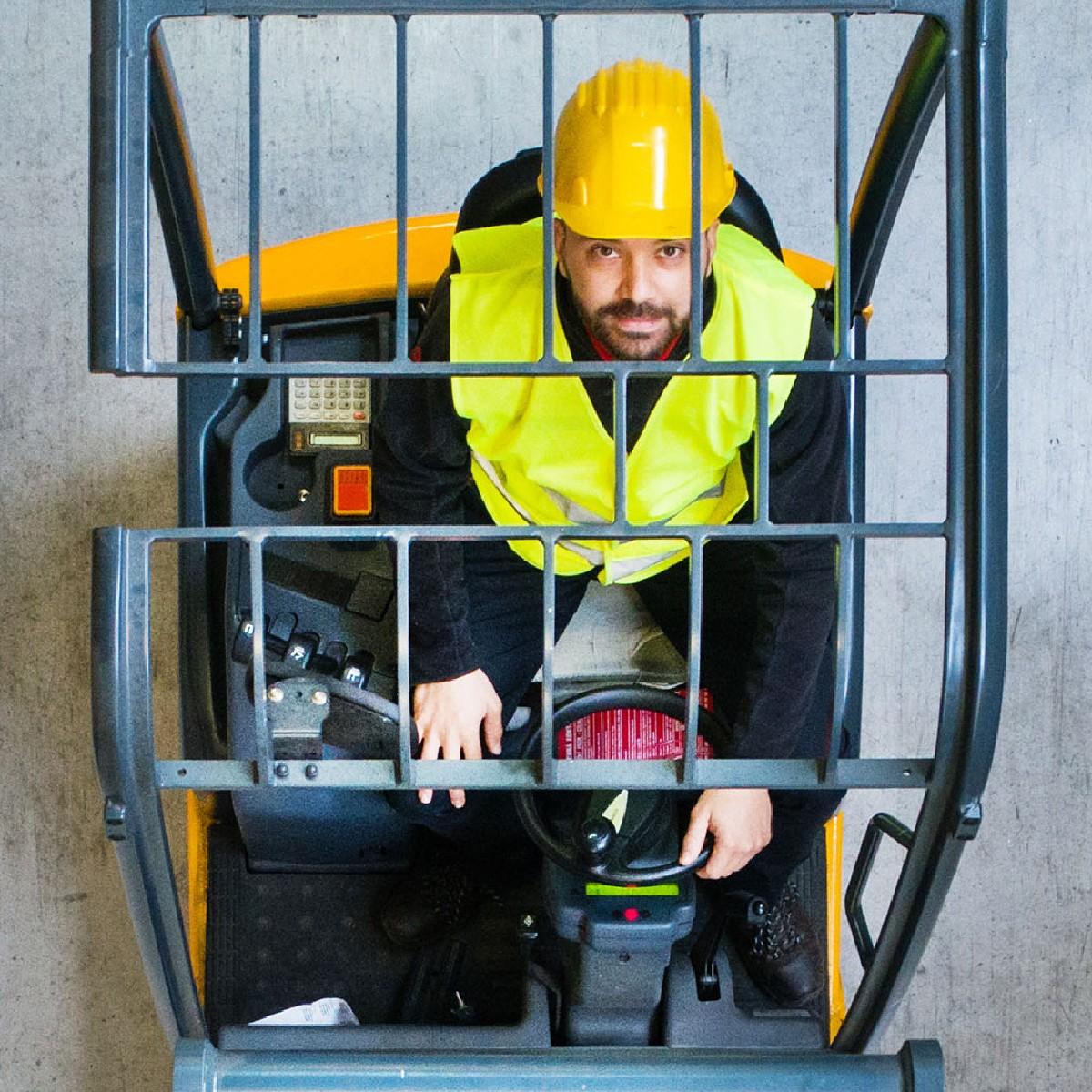 Wil jij aan de slag bij de nummer 1 van logistiek in Nederland én meegroeien als Heftruckchauffeur bij DSV?   Solliciteer dan nu via https://t.co/oRbAYQq1sz   #dsv #vacatures #humanresources #careers #transport #hiring #moveforward #moerdijk #jobs https://t.co/qWYZhyFGfG