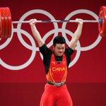 Image for the Tweet beginning: 【破世界紀錄!石智勇奪東京奧運男子舉重73公斤級金牌】北京時間28日晚,在東京奧運會男子舉重73公斤級比賽中,中國選手石智勇以抓舉166公斤、挺舉198公斤、總成績364公斤的成績奪得冠軍,其中總成績打破了此前自己保持的世界紀錄。這是中國代表團本屆奧運會的第12金。🥇🏋️♂️