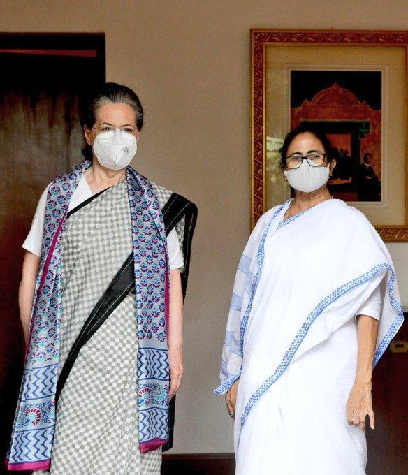 Mamata Banerjee Calls on Sonia Gandhi in Big Show of Opposition Unity