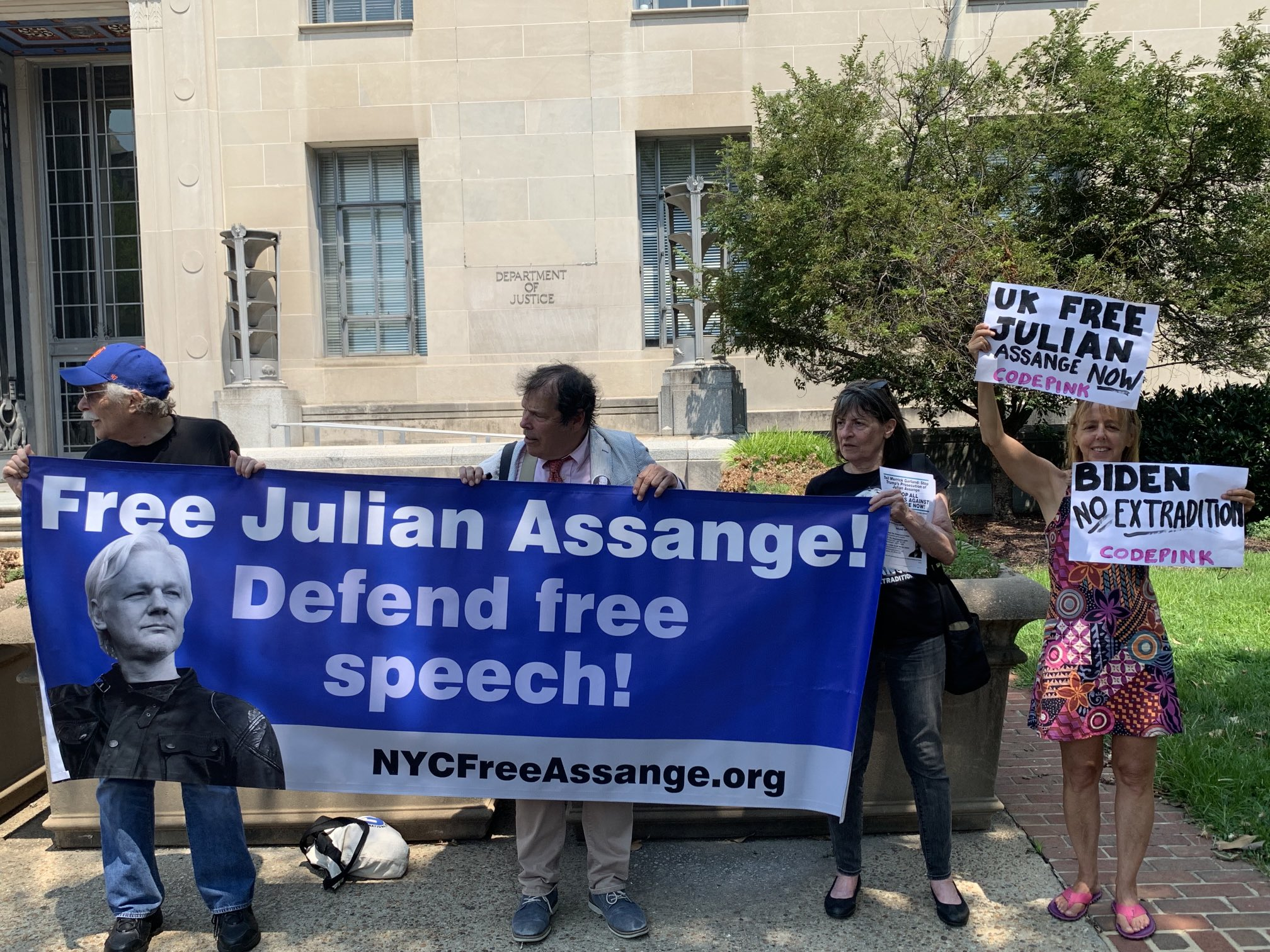 """Medea Benjamin on Twitter: """"We are in front of the justice department inIn  wahsington dc calling on them to drop the charges against Julian Assange  #freeassange… https://t.co/nYMwV7oaYM"""""""