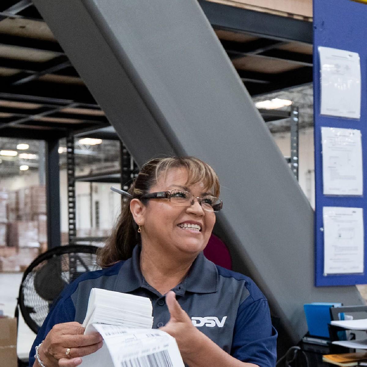 Als Loodsmedewerker voer je routinematige werkzaamheden uit voor een tijdige en juiste inslag, opslag, orderverzameling of uitslag van goederen.   Interesse? Solliciteer dan via https://t.co/cUNAoPc7rS   #dsv #vacatures #careers #transport #hiring #moveforward #tholen #jobs https://t.co/tfONTUA3fJ