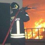 Image for the Tweet beginning: #notizie #sicilia Incendio all'alba, paura in