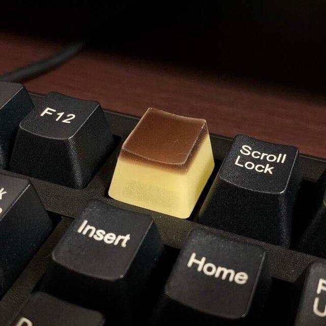 思わず押してみたくなってしまう?プリンを模したキーキャップ!