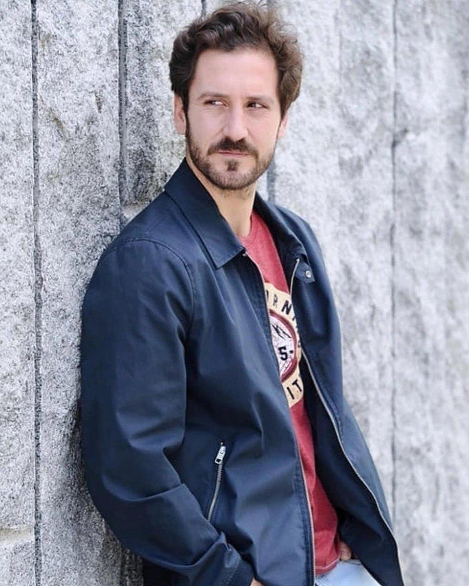 🇮🇹 Buon venerdì a tutti.  ▫️ ▫️ 🇪🇦 Feliz viernes a todos.   #alexgadea #buenosdias #actor #serie  #television #teatro #picoftheday