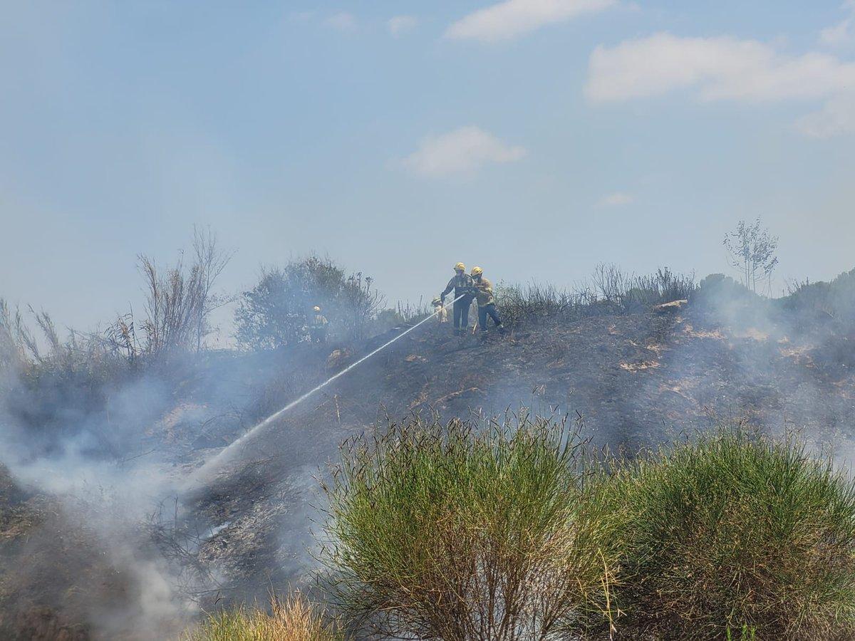 📢ATENCIÓ   🔥Ja ha quedat extingit l'incendi que s'ha produït a l'estany dels Alous. Segons una primera valoració s'han cremat uns 3000 m2  👨🚒Hi han actuat dotacions de @bomberscat, #PoliciaLocal, #ProteccióCivil i @GIEADFSCV  🙏Demanem molta prudència