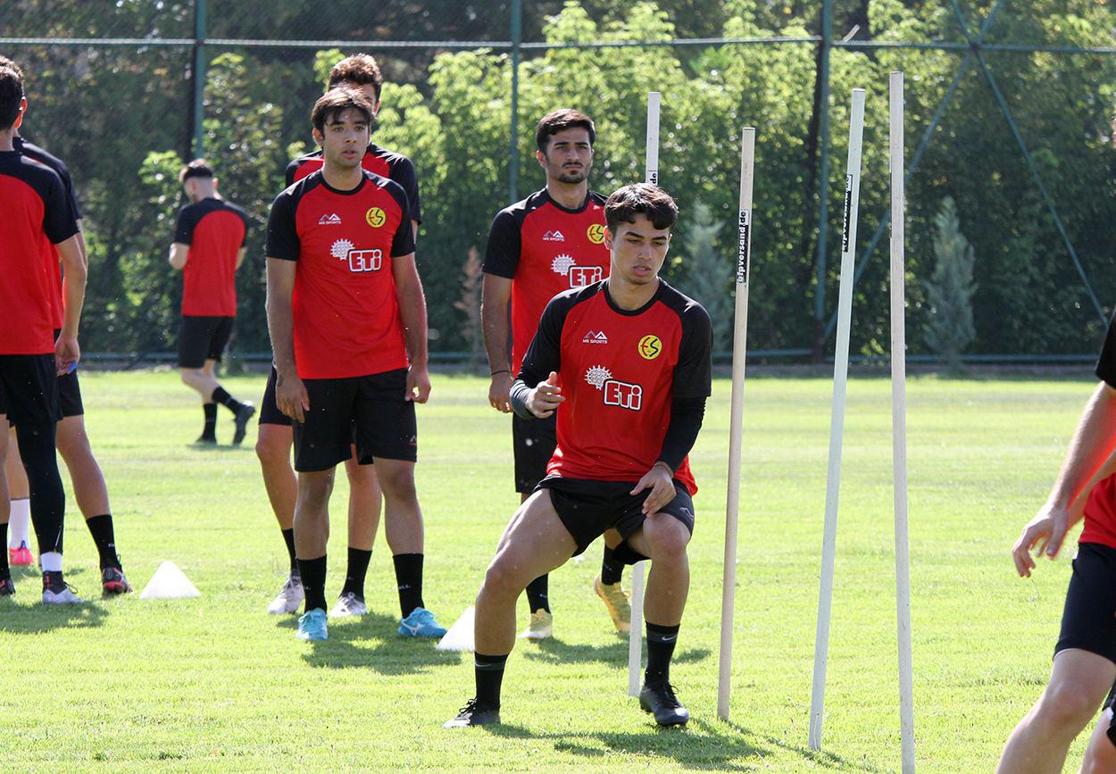 Buğra Çağlıyan Eskişehirspor'da kaldı!
