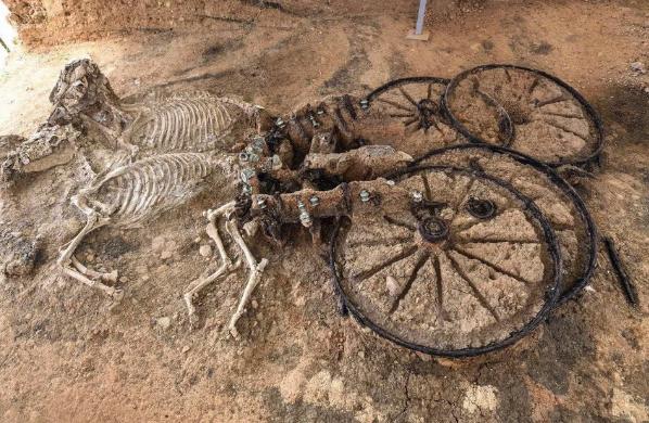 ブルガリアで発掘!?2000年前の戦車が発見される!