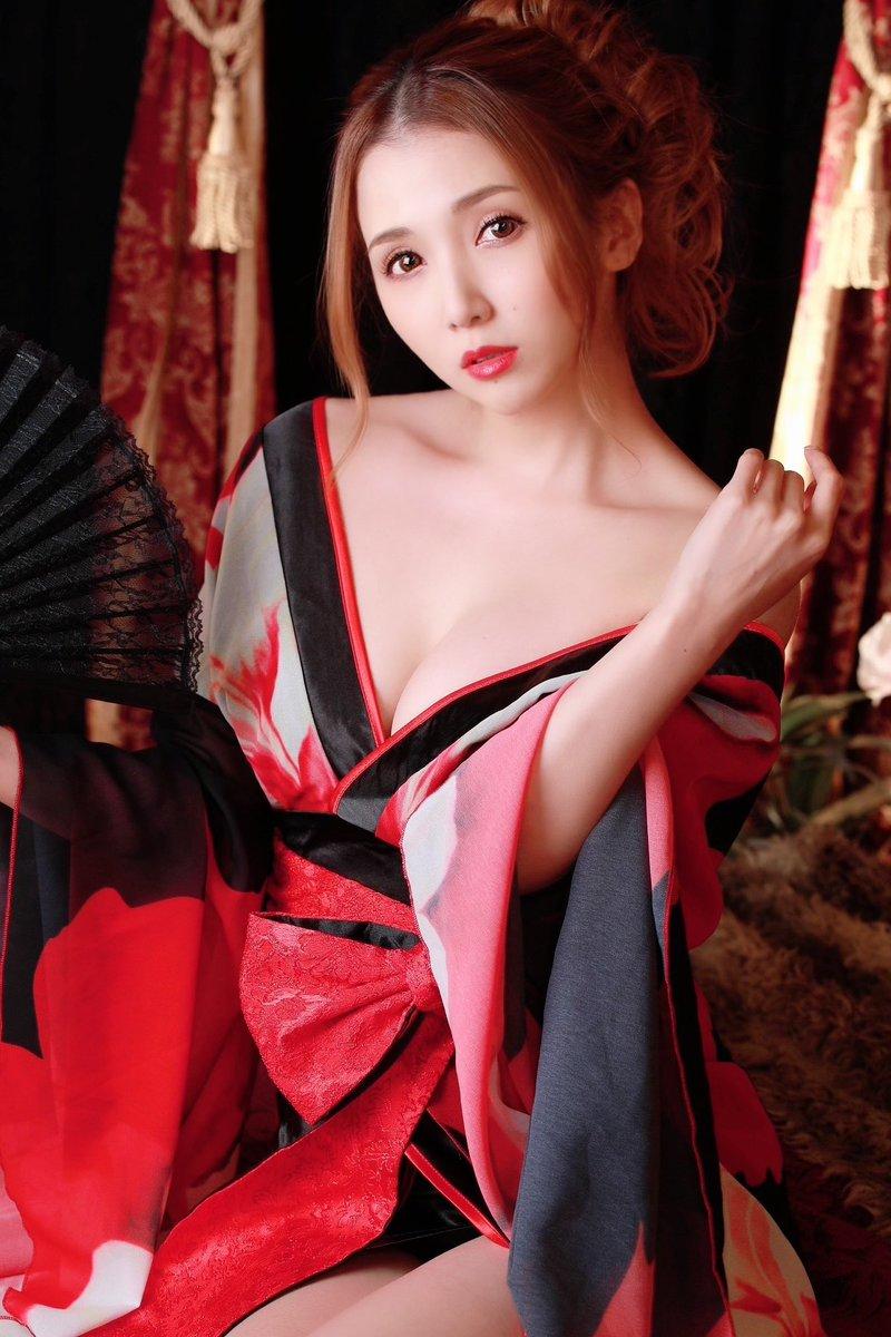 友田彩也香 今月も仲良くしてくれてありがと 2