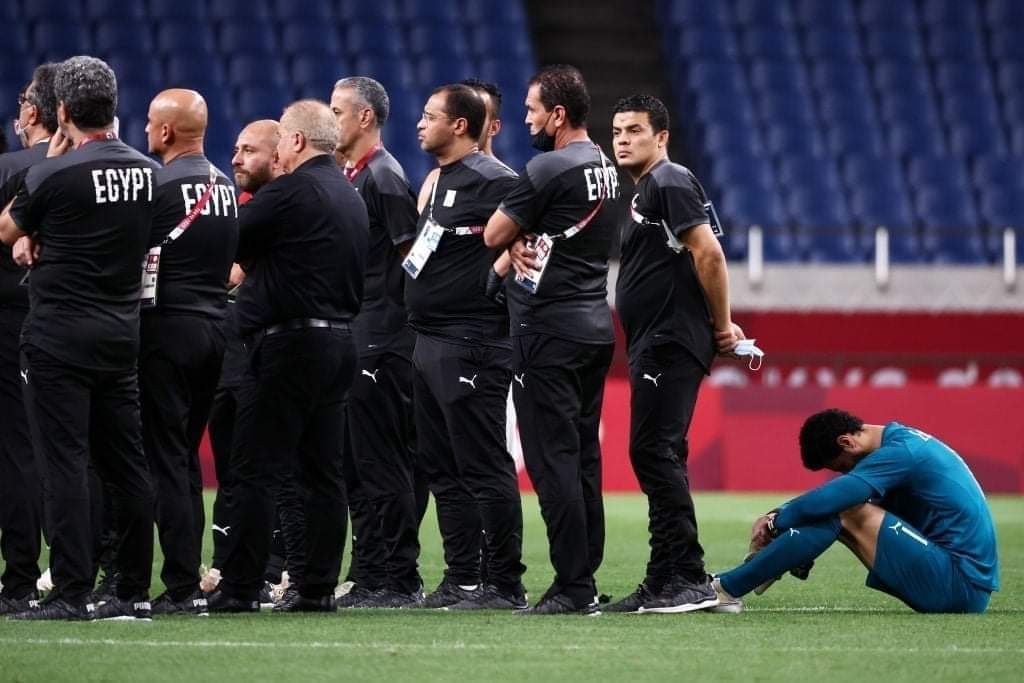 طوكيو - لاعب المنتخب المصري محمد الشناوي يبدو متأثرًا