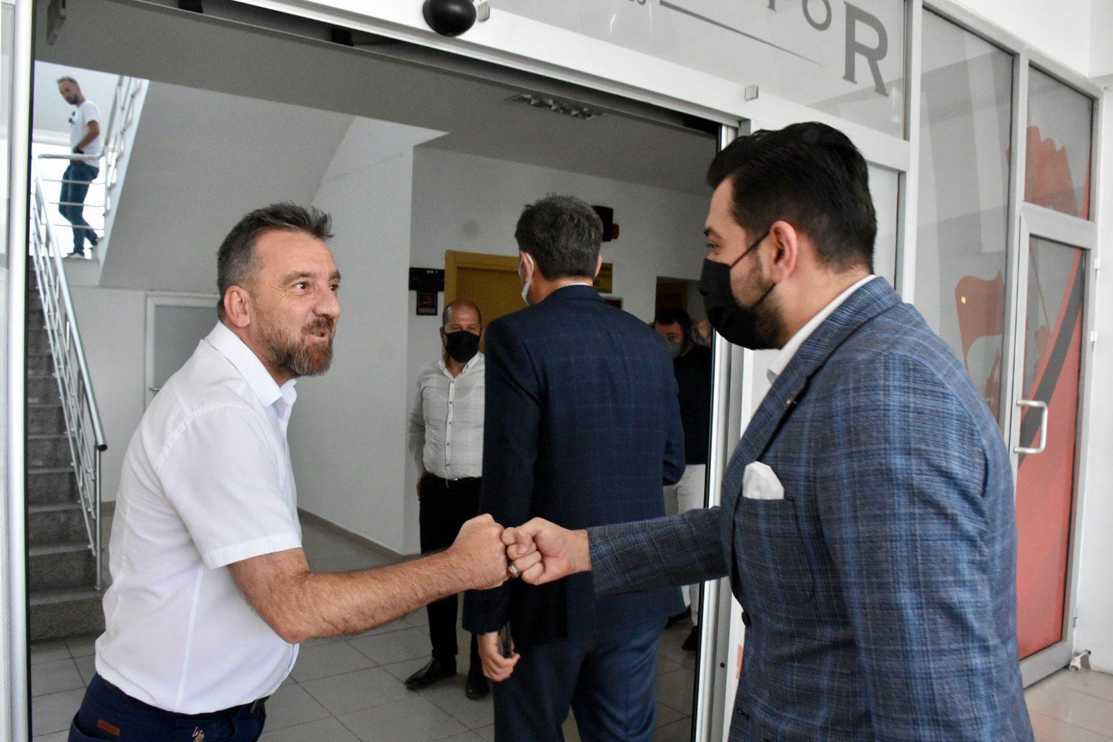 Partilerden Eskişehirspor'u ziyaret