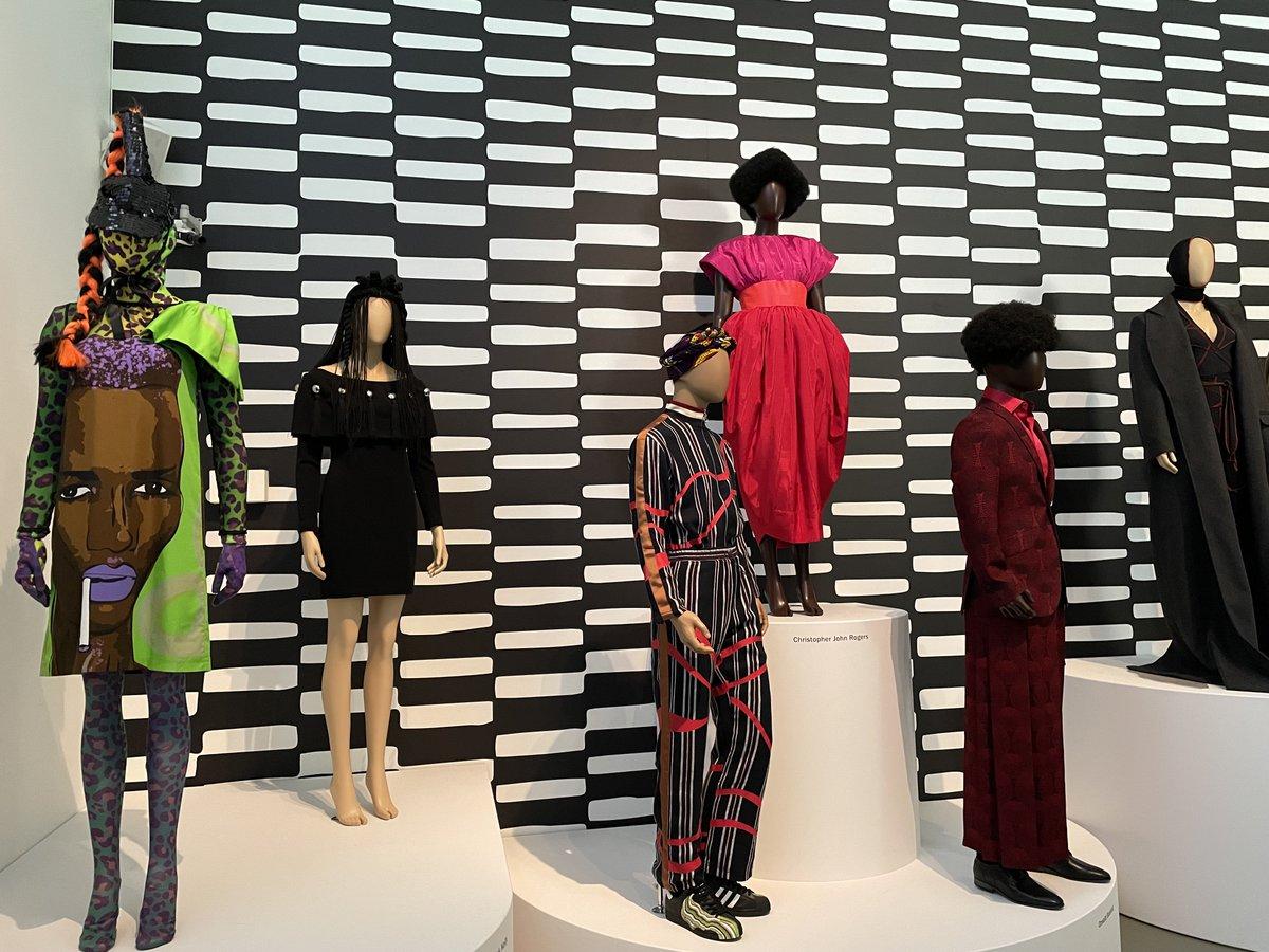 test Twitter Media - Nog maar twee weken in het @CentraalMuseum de tentoonstelling Voices of fashion, over de invloed van de zwarte- en hiphopcultuur de mode beïnvloed heeft. https://t.co/nzIbfhX4UY