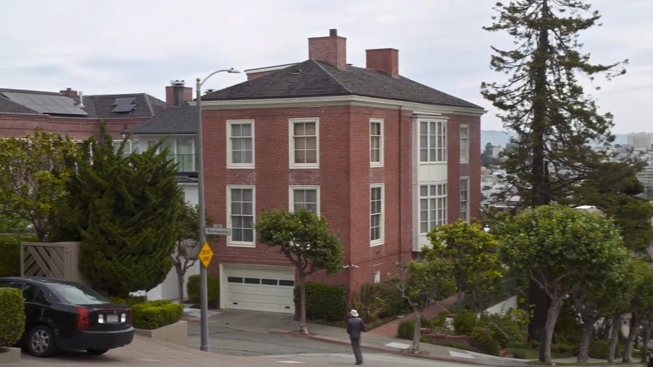 Progs gather at Pelosi's SF palace to 'evict' her