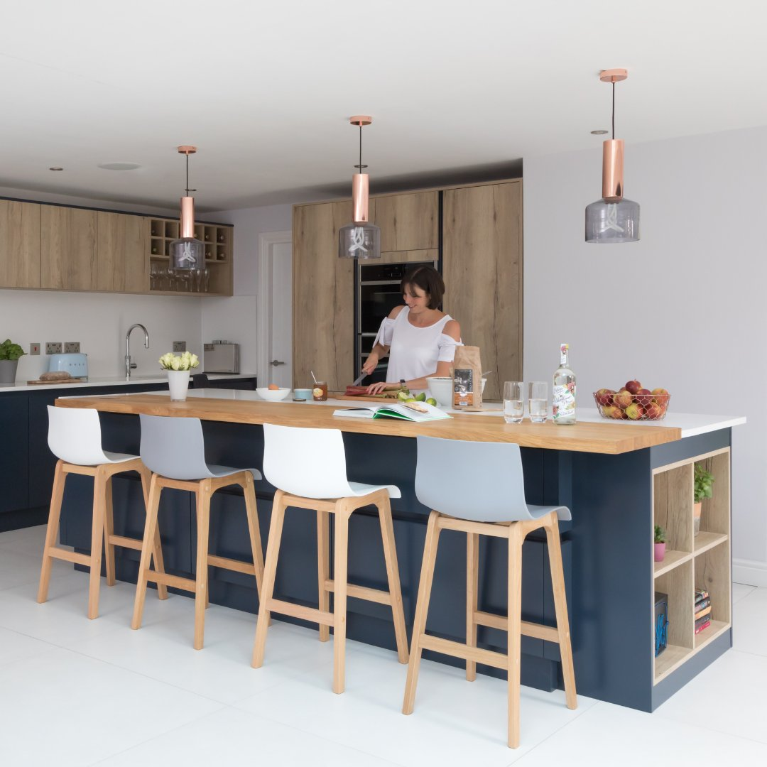 Find out how Counter Interiors designed this beautiful modern kitchen - bit.ly/2TdoyeN . 🏡H Line Hampton in Oxford Blue with Ligna in Mayfield Oak ✏️ @counter_interiors_york 📸 @paullmcraig