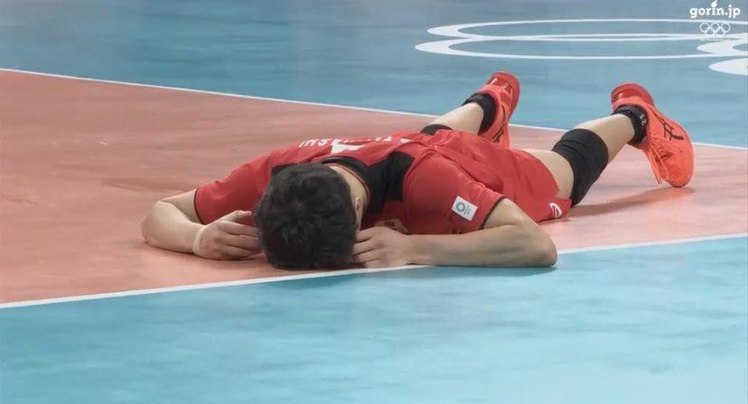 RT @maitaruenoki: 悔しがってる高橋藍くん(19)があまりにも可愛すぎた件  #バレーボール #高橋藍 選手...