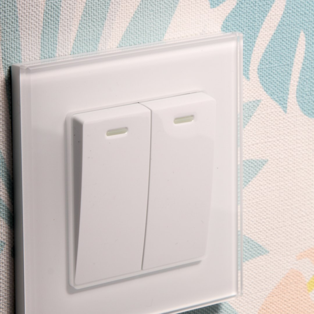 Brighten up your rooms with our stunning glass rocker switches. Your home's interior will thank you. retrotouch.co.uk/rocker-light-s… #homeinterior #homedesign #interiordesign #switches #retrotouch