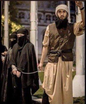 Eşlerini , kızlarını, annelerini, kız kardeşlerini geride bırakıp kaçacak kadar değersiz gören hiç bir afkan erkeğini ülkemde istemiyorum. Ülkemize illaki birilerinin gelmesi gerekiyorsa kendi ülkesinde özgürlüğü elinden alınan kadınlar ve çocuklar gelsin. #AfghanWomen
