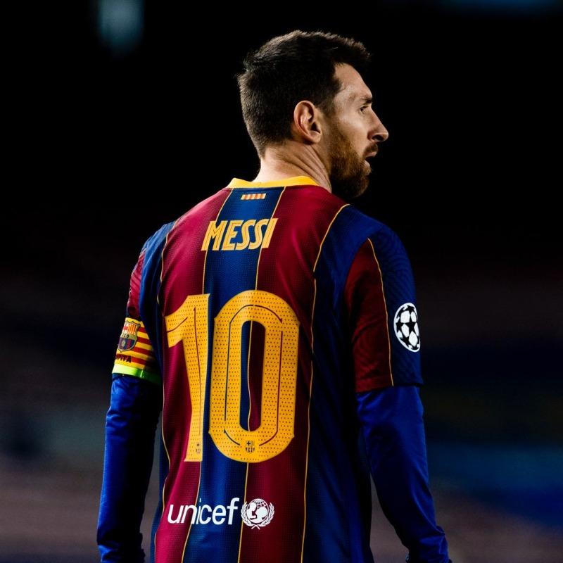 Barcelona oficializa saída de Messi