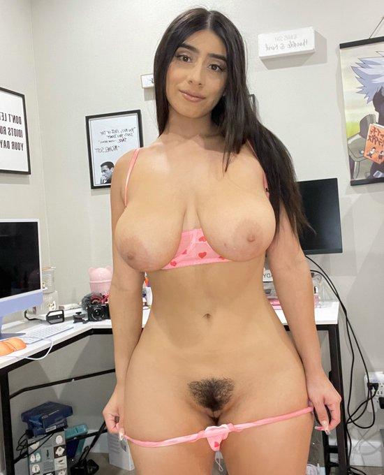 2 pic. body shaped like a thicc anime girl https://t.co/eFd1z9Fsjk