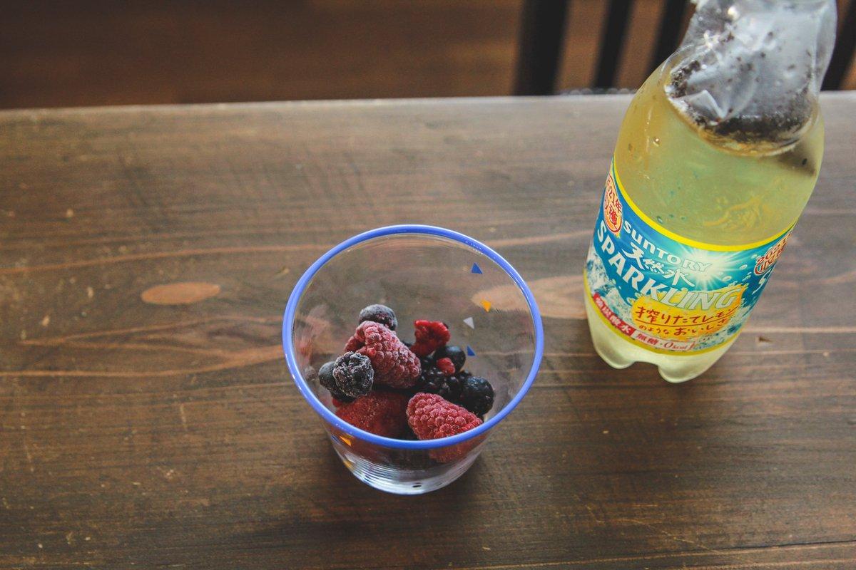 見た目も涼しげで夏にぴったりそう!炭酸水×紅茶のとっても美味しそうなドリンクレシピ!