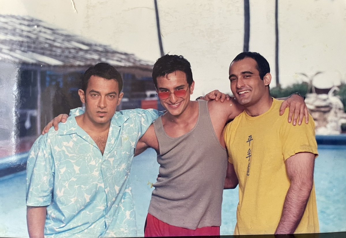 Ya toh dosti gehri thi ya ye photo 3D thi.. thank you Aamir, Saif & Akshaye for your belief in the script, in a first time writer/director & for bringing Akash, Sameer & Sid to life in your own uniquely amazing way. Love you guys.  #20YearsOfDilChahtaHai https://t.co/J0QElVuOcX