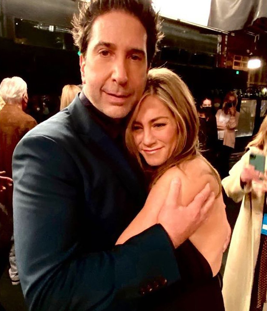 """PrettyLittleThing on Twitter: """"He's always been her lobster 🦞❤️ Jennifer Aniston and David Schwimmer are rumored to be dating 😱❤️… """""""