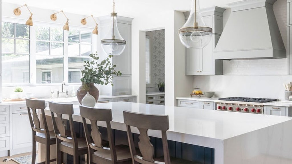 Silestone Eternal Calacatta Gold shines in this fresh kitchen by Calgary design firm Smith Erickson Designs Who doesn't love a grand waterfall island? 📸 Michelle Johnson Find more inspiration at bit.ly/38AtLlp #Retail
