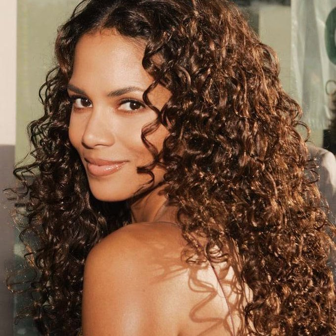 ""\""""It go Halle Berry or hallelujah Pick your poison, tell me what you doing"""" , Happy Birthday Queen""680|680|?|en|2|b58c49e08e4cfd923551fbcabaffce77|False|UNSURE|0.3004179000854492