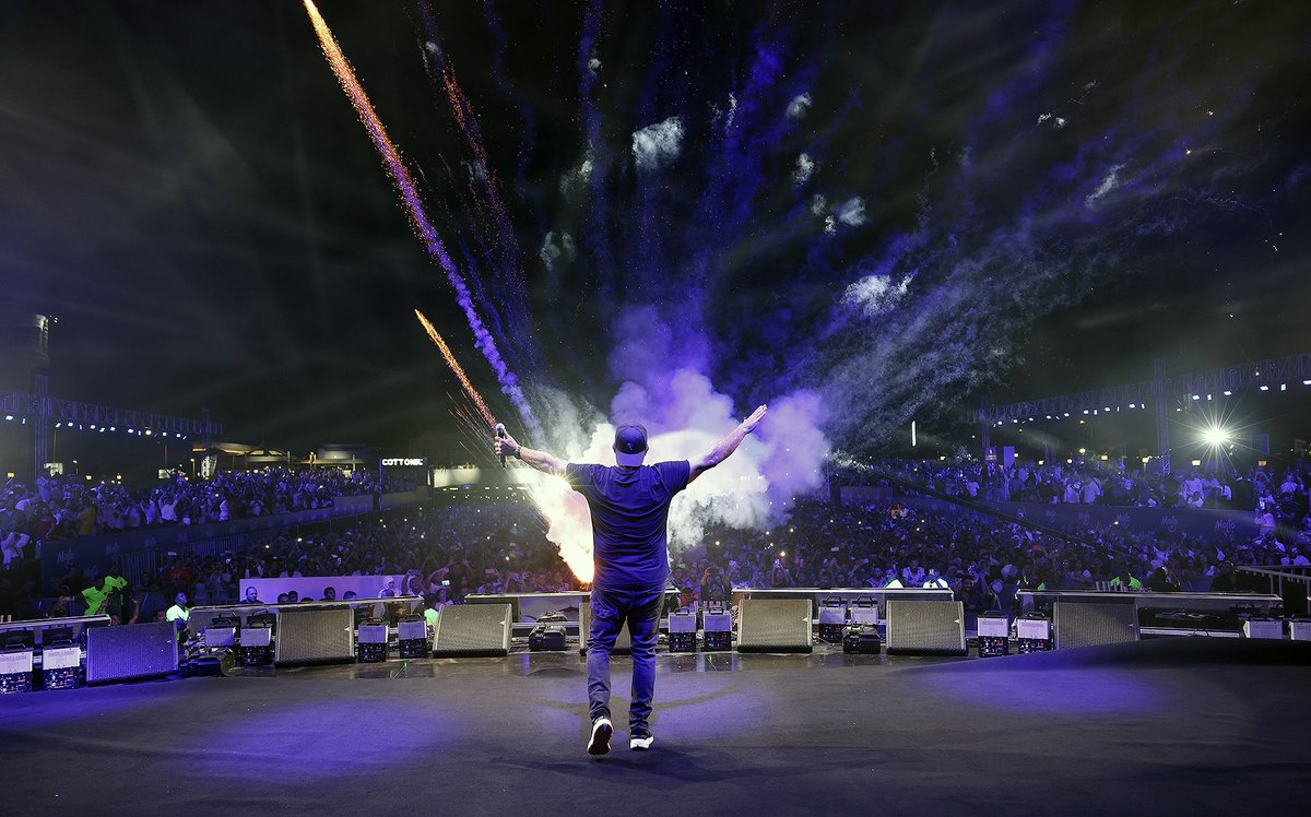 A Perfect night and massive crowd! #AmrDiab performed last night at Al Masa Al Alamein Music Arena، Aug 13, 2021 https://t.co/Uh9HuR6mHB
