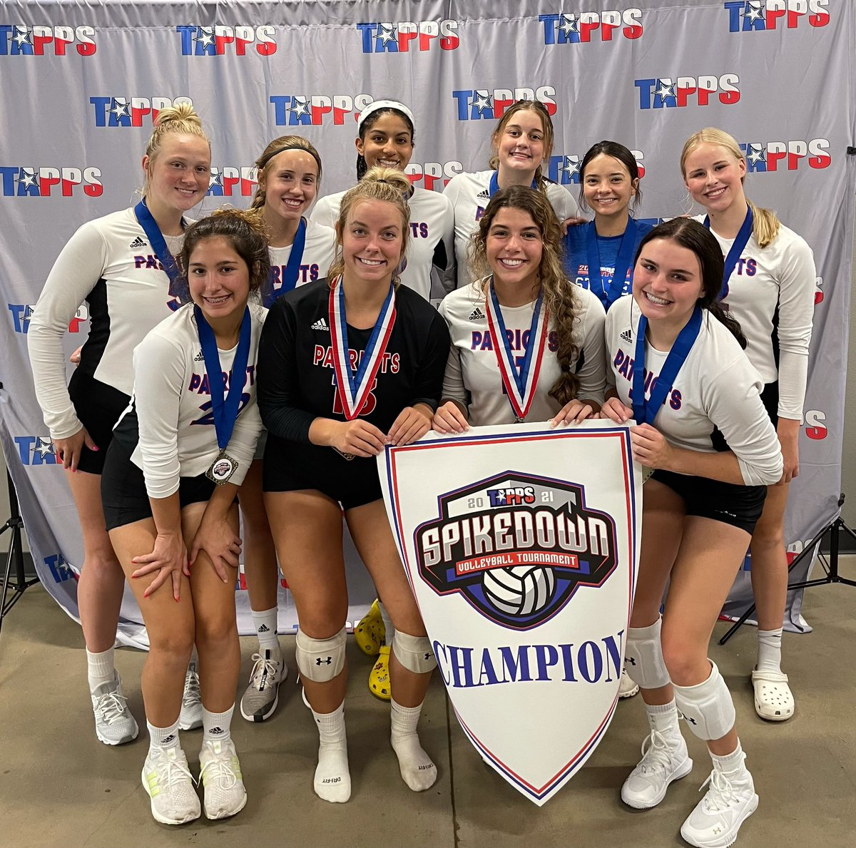 All Saints wins the TAPPS State-wide Pre-Season Spikfest volleyball tournament in Ft. Worth. Congrats ladies! @LoneStarVarsity @HubCityPrepsLBK @pchristy11 @AllSaintsPride @fox34 @RandyRosetta
