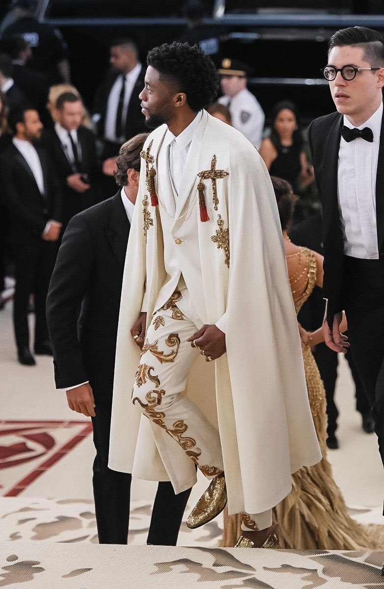 chadwick boseman's all-white versace outfit at the 2018 met gala will always be top tier.