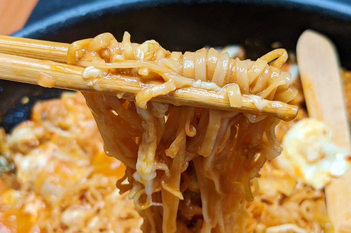 チキンラーメンでチーズタッカルビ!キムチとチーズの相性が抜群!