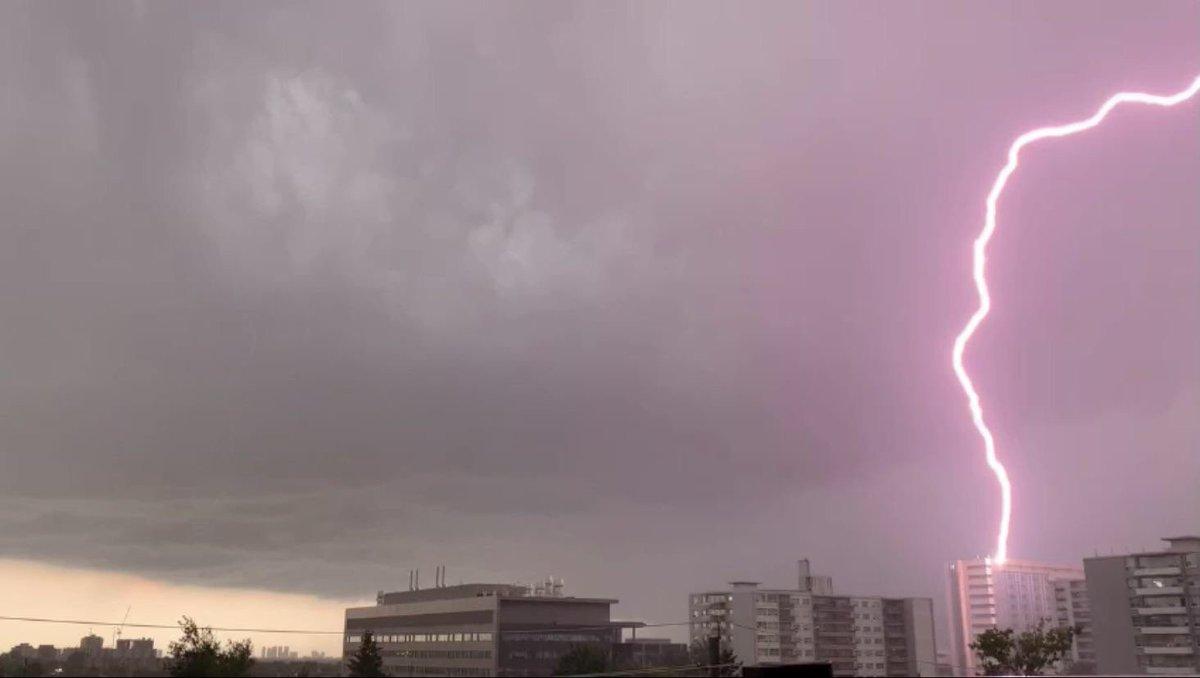 I hope my office at the top of @HRHospital is OK…  (Via Reddit: Lightning striking Humber River Hospital https://reddit.com/r/toronto/comments/pdkbth/lightning_striking_humber_river_hospital/)  #LightningofHRH