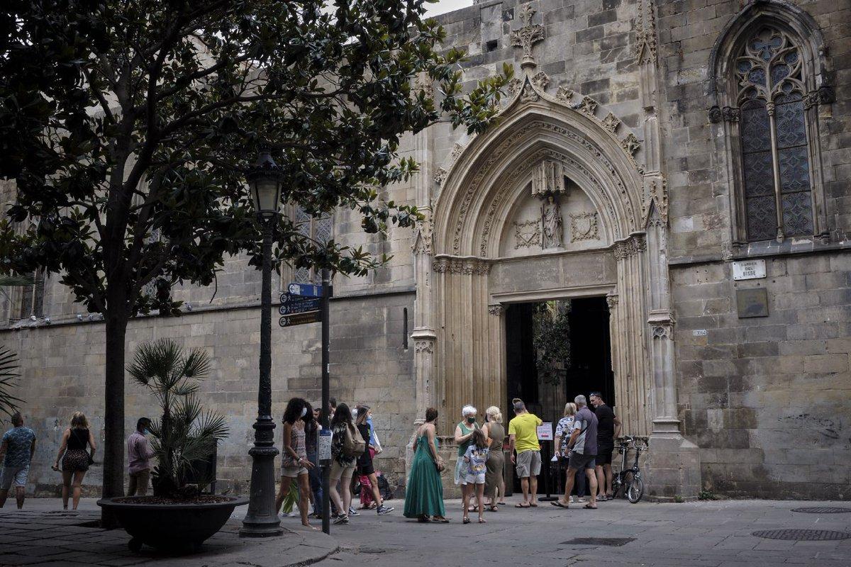 #バルセロナ の守護聖人が2人います:サンタ・エウラリアとメルセ 😍 。  ゴシック地区にある #カテドラル は、サンタ・アウラリア・カテドラルと呼ばれています。  祭壇の下にある部屋に守護聖人が眠っています。  カテドラル、観光情報: https://t.co/JGvkX7Q8b3  #観光地 #観光スポット #大聖堂