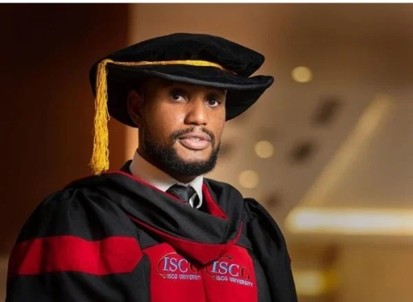 """TheCable Lifestyle on Twitter: """"Alexx Ekubo bags honorary doctorate degree  from Benin Republic varsity amid relationship crisis   TheCable Lifestyle  https://t.co/8yJMax7NuC… https://t.co/c0luTh3nCR"""""""