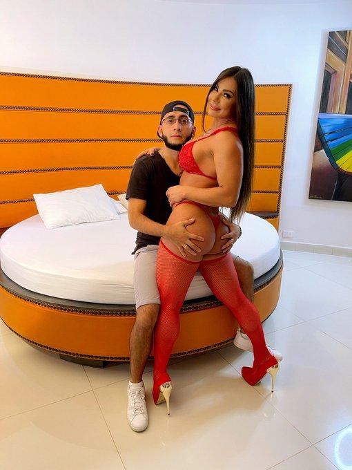 4 pic. Mi primera escena porno con un colombiano, la pasé delicioso espero que vayan a disfrutarla en