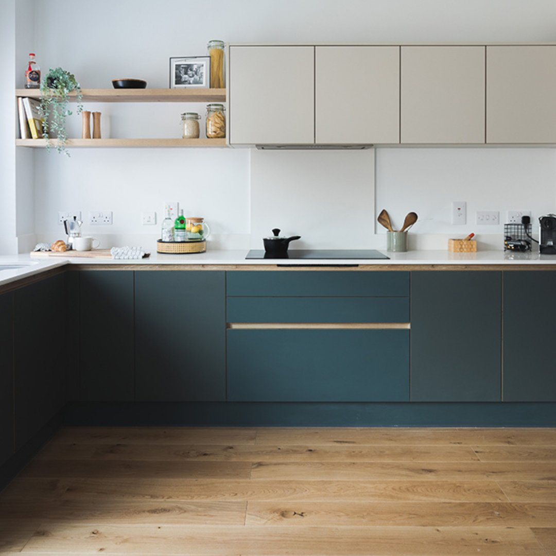 New Forest is our modern shade of green that works seamlessly with warming greys and textures woods. . 🏡H Line Suttonin New Forest and Farringdon Grey with Messina Oak handle rails 📸 @stonewoodpartnerships