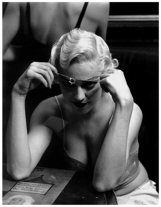Happy Birthday Madonna ! Madonna fotografada por  Steven Meisel, 1991