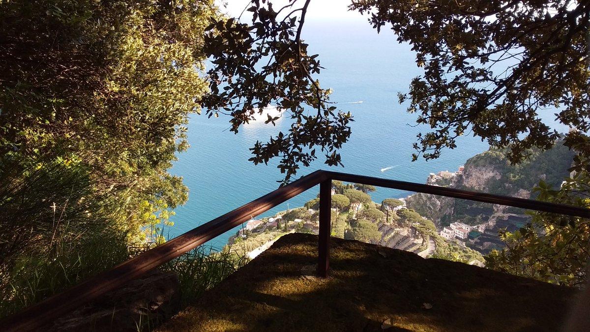 Glimpse... 👉 = Scorcio #Ravello #CostieraAmalfitana #amalfi #fotografie #scorci #landscapephotography https://t.co/aZDzKYHRh0