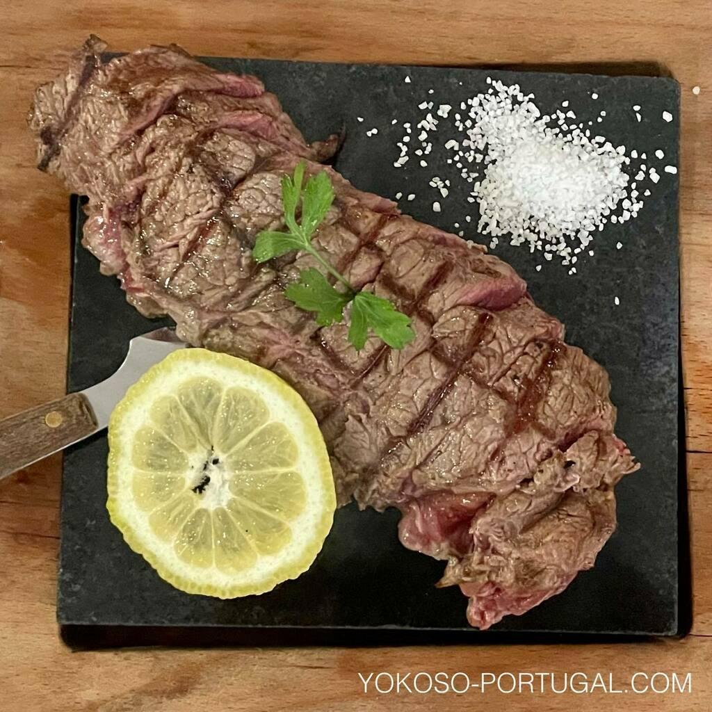 test ツイッターメディア - ポルトガル名物の石焼きステーキ。#ポルトガル料理 https://t.co/ivOXUqBDGv