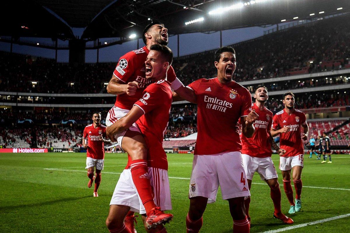 Preliminari #ChampionsLeague: Benfica-PSV 2-1. Vincono anche Malmo e Young  Boys https://www.calciomercato.com/news/champions-league-live-80058 …  #UCLpic.twitter.com/CXAMKiINVh - cmdotcom – Cocotbodol