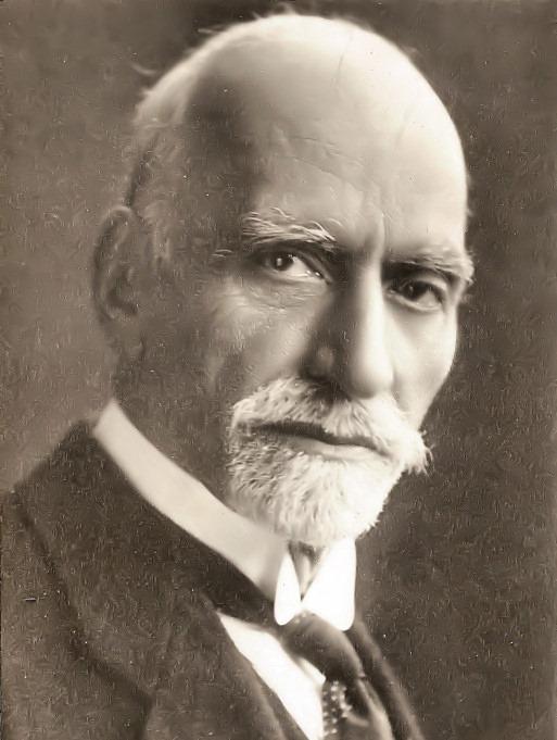 """اليهودي """"ساسون حسقيل"""" هو مؤسس النظام المالي العراقي، وأول وزير مالية للعراق في العصر الحديث. قام بوضع…"""