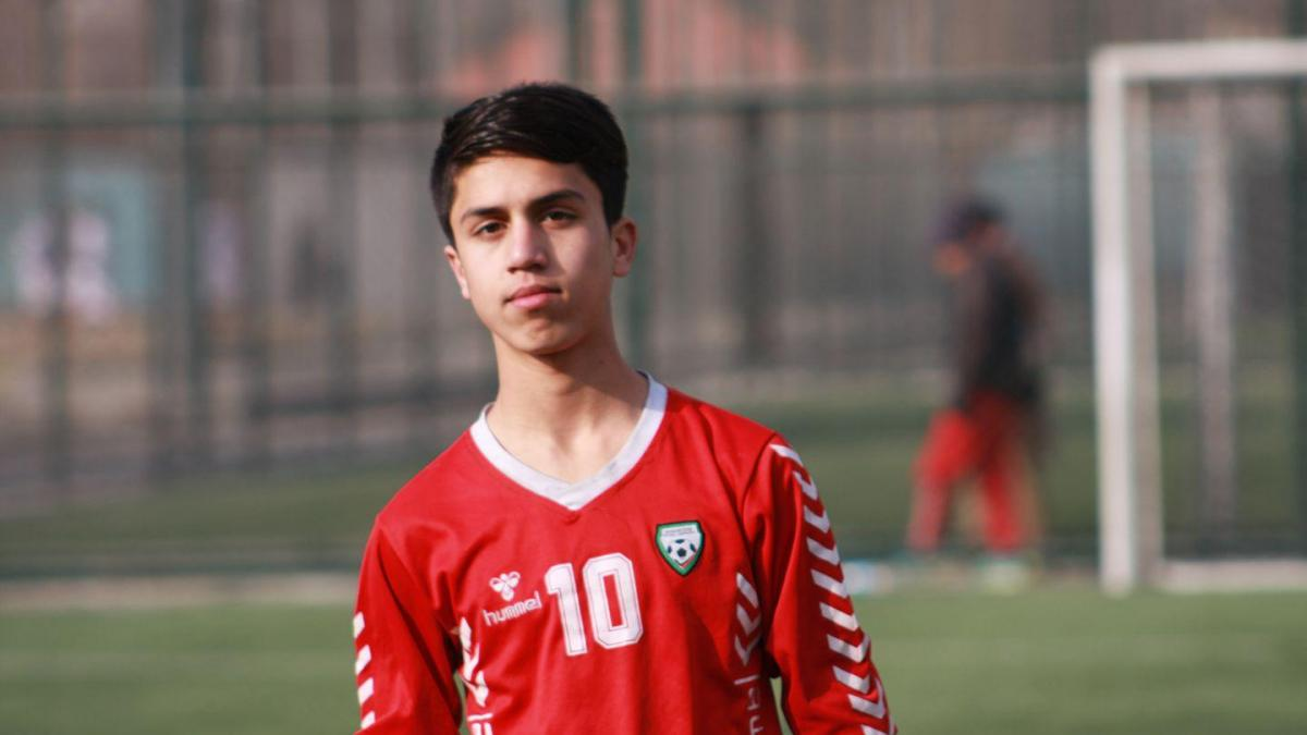 Afghan footballer dies after falling from a plane at Kabul airport.